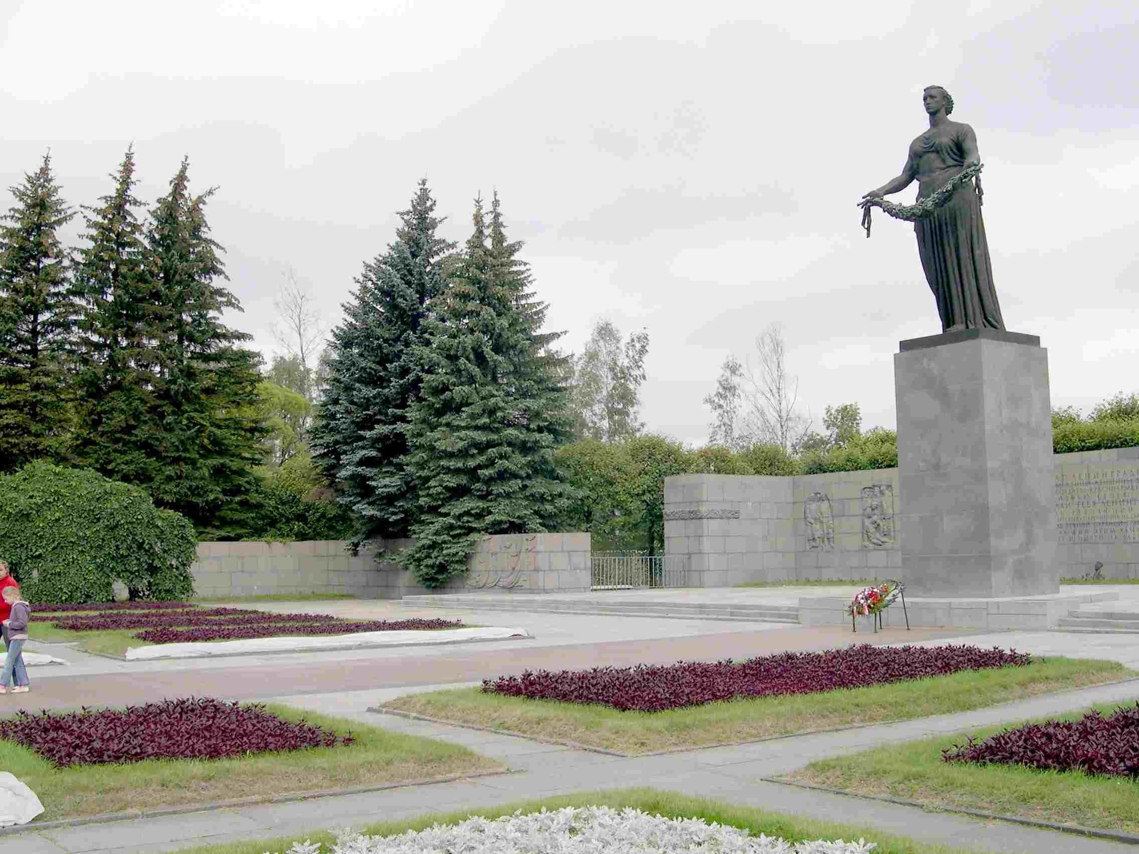La Llama Eterna en el cementerio de Piskarevskoye que recuerda el sitio de Leningrado será restaurada en San Petersburgo