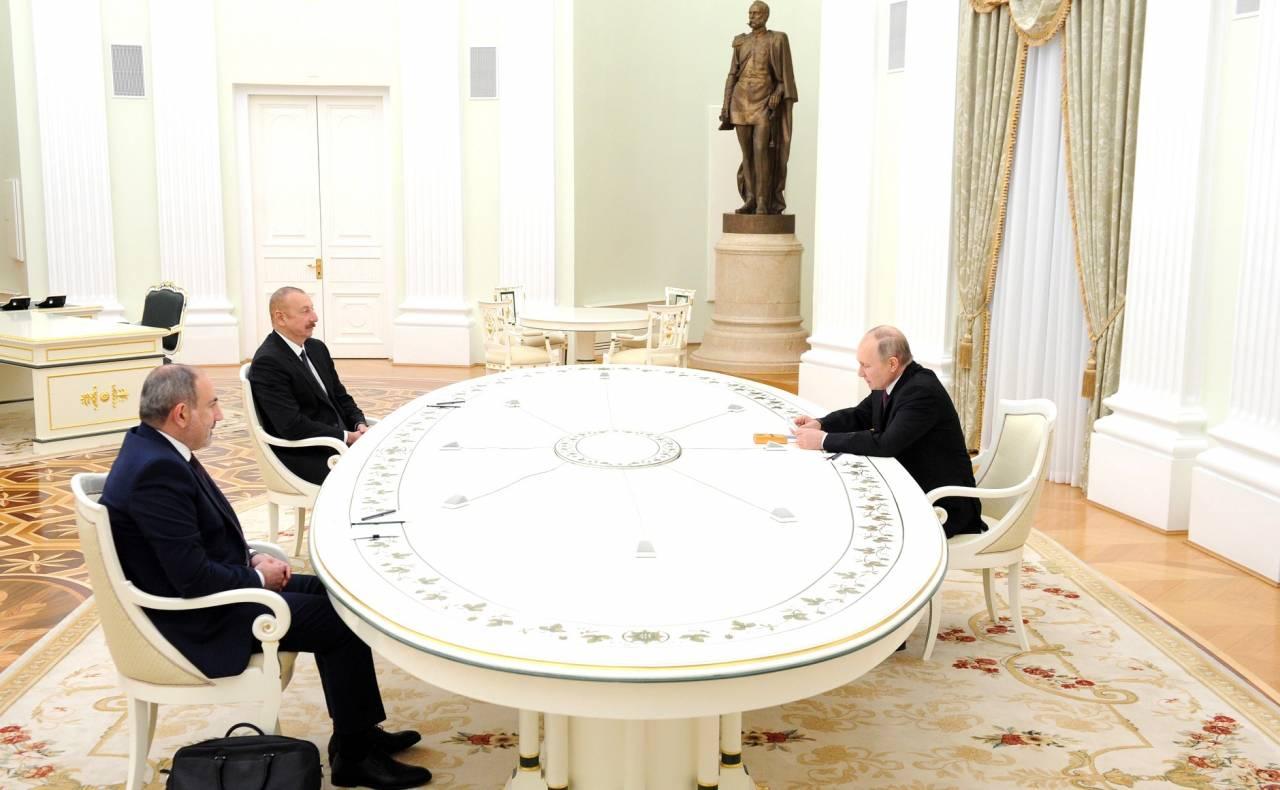 Las conversaciones trilaterales entre Putin, Aliyev y Pashinyan duraron casi 4 horas.
