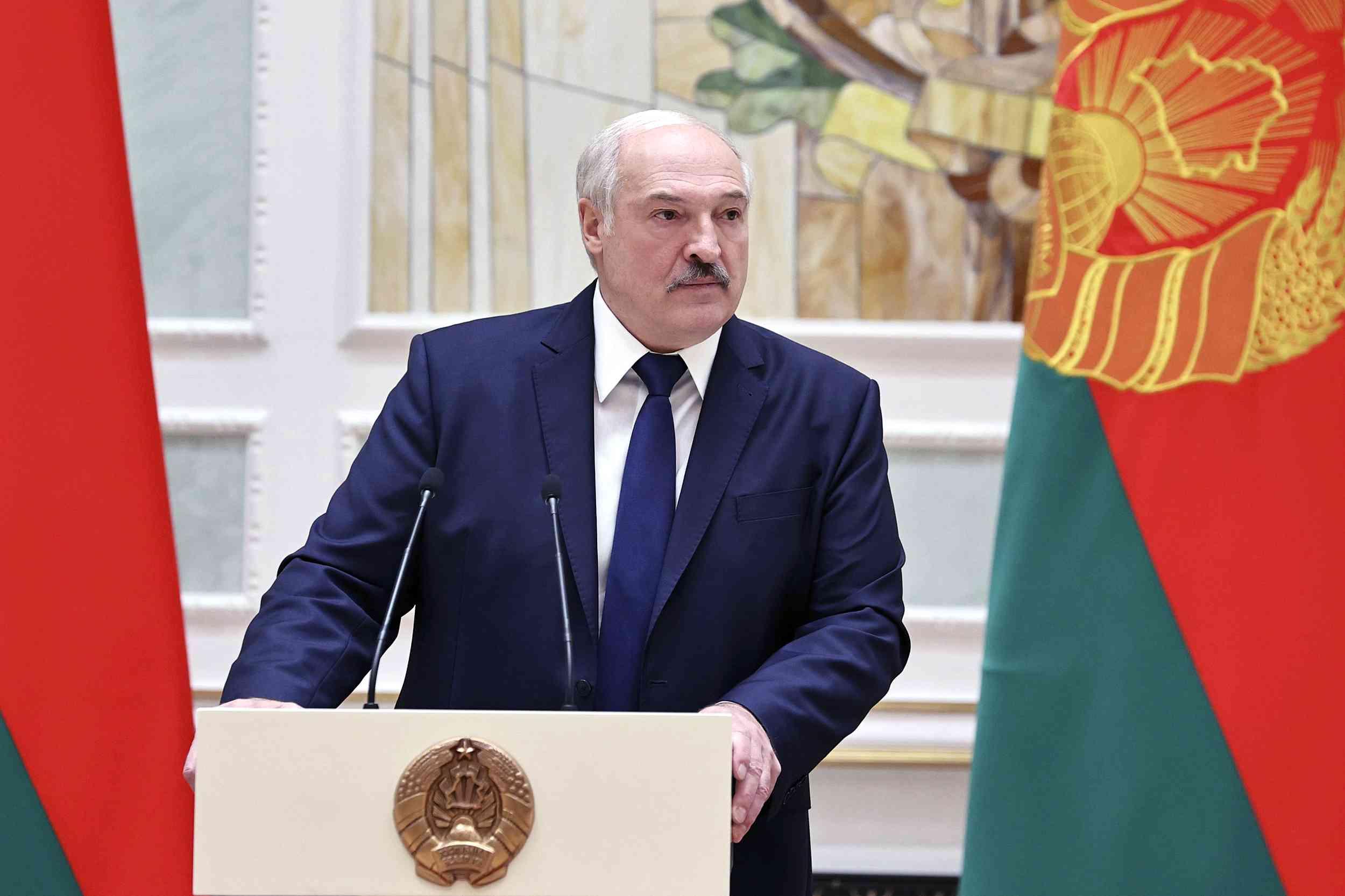 """Lukashenko dijo que Bielorrusia """"no caerá de rodillas"""", a pesar de los factores negativos"""