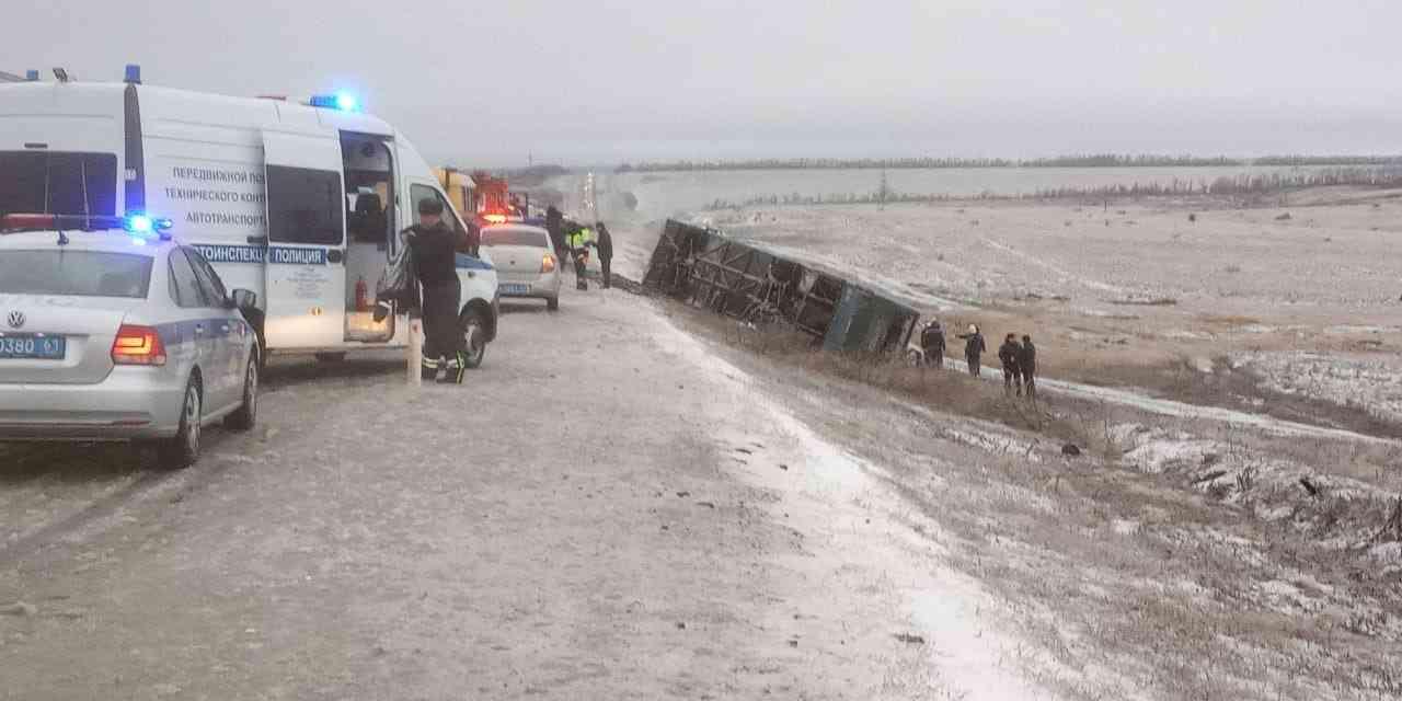 """En la autopista M4-Don en Rusia, un autobús de la ruta """"Moscú-Donetsk"""" se accidentó, hay víctimas"""