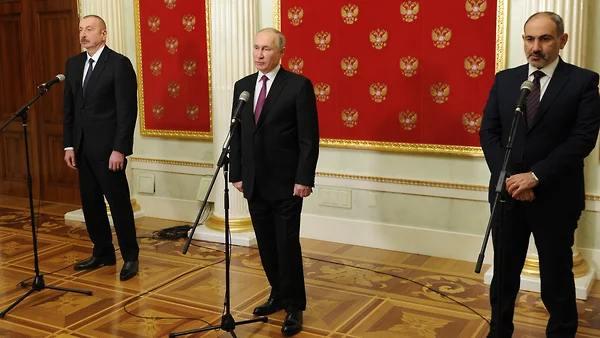 Putin, Aliyev y Pashinyan firmaron una declaración sobre el desarrollo de Karabaj
