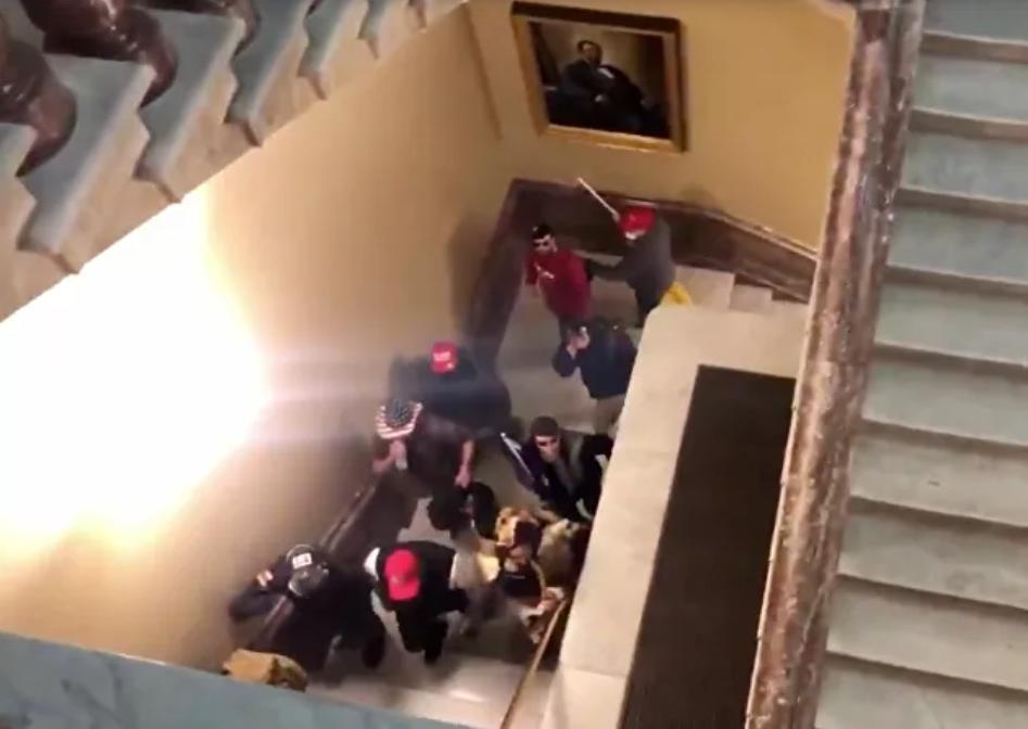 Videos: Congreso de Estados Unidos detuvo la certificación de las elecciones después de que los manifestantes asaltaron el edificio del Capitolio
