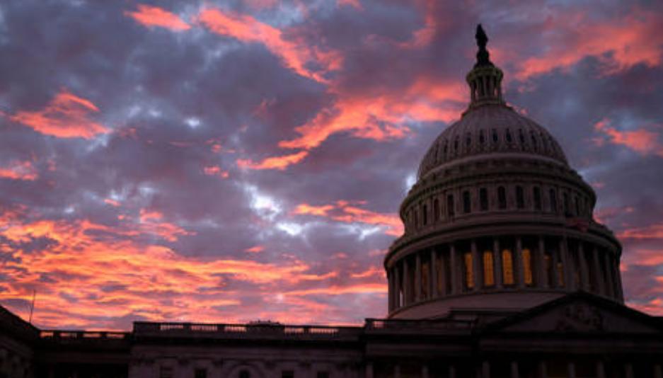 (Video) Situación fuera del edificio del Capitolio mientras los demócratas presentan un proyecto de ley para destituir al presidente Trump