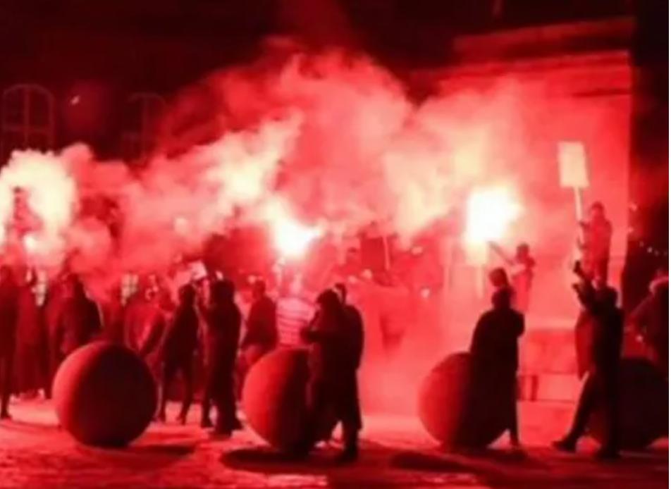 Decenas de personas fueron arrestadas en Dinamarca en protesta contra el bloqueo y se vuelven violentas en medio de planes para implementar pasaportes COVID
