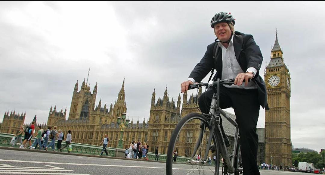 Boris Johnson es criticado por su 'hipocresía' después de un paseo en bicicleta a millas de Downing Street en medio del bloqueo