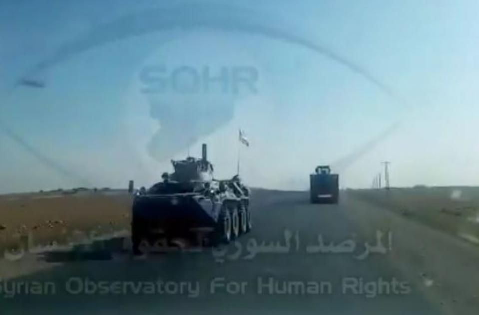 Rusia transfiere masivamente equipamiento militar y armas a la ciudad de Ain Issa que es asediada por los terroristas