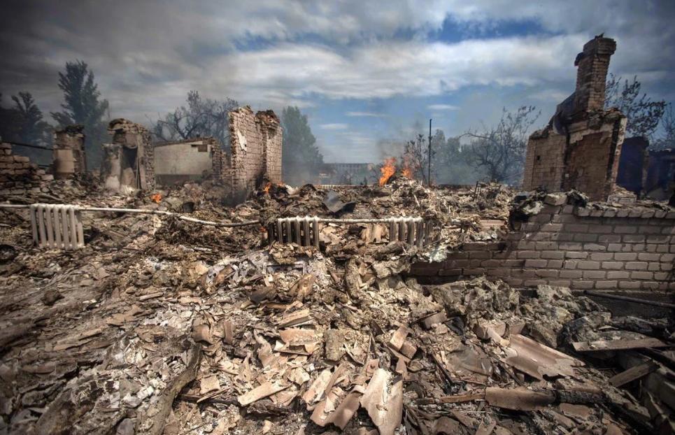 Activistas de derechos humanos de Occidente acusaron a Ucrania de bombardear escuelas de la RPD y la RPL