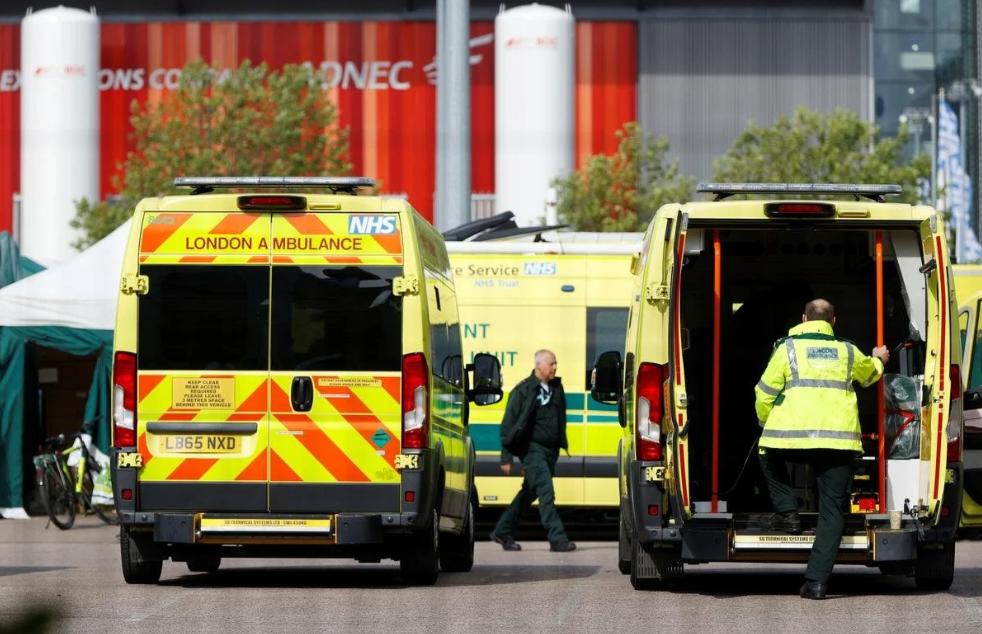 Los hospitales se asemejan a zonas de guerra: Reino Unido registra el peor día de la pandemia del COVID-19