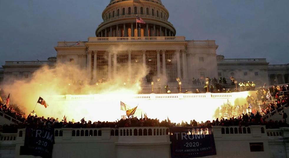 """El asalto al Capitolio se utiliza para endurecer la supervisión total """"en nombre de la democracia"""""""