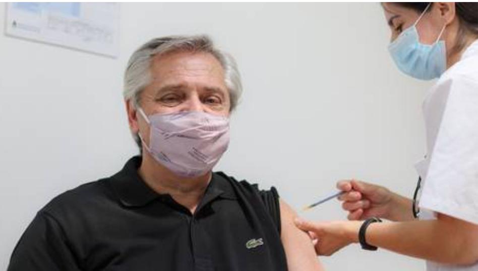 Presidente de Argentina es inoculado con la vacuna Sputnik V de Rusia contra el covid y elogia a los creadores