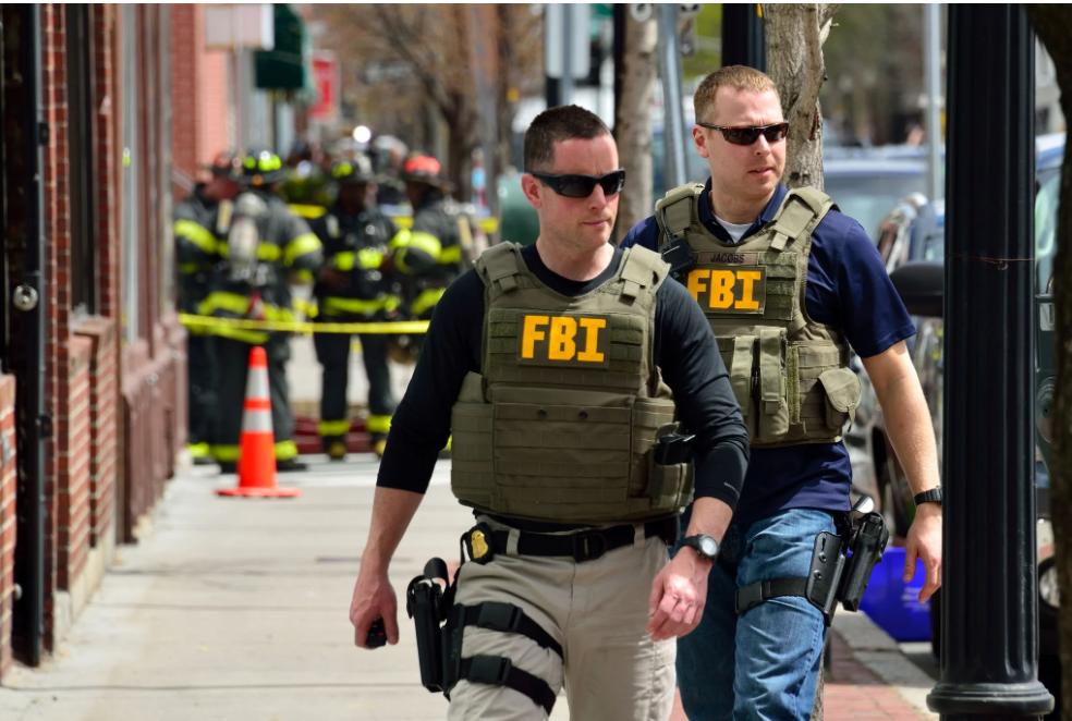 Facebook filtra correspondencia de los estadounidenses al FBI, ayudando en la represión de partidarios de Trump