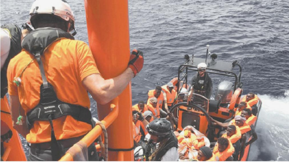 Los rescatistas de Ocean Viking recogen a cientos de inmigrantes frente a las costas de Libia