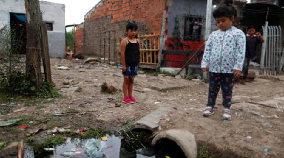 La recesión ha terminado para los pocos más millonarios del mundo , mientras que miles de millones vivirán en la pobreza durante al menos una década : Oxfam
