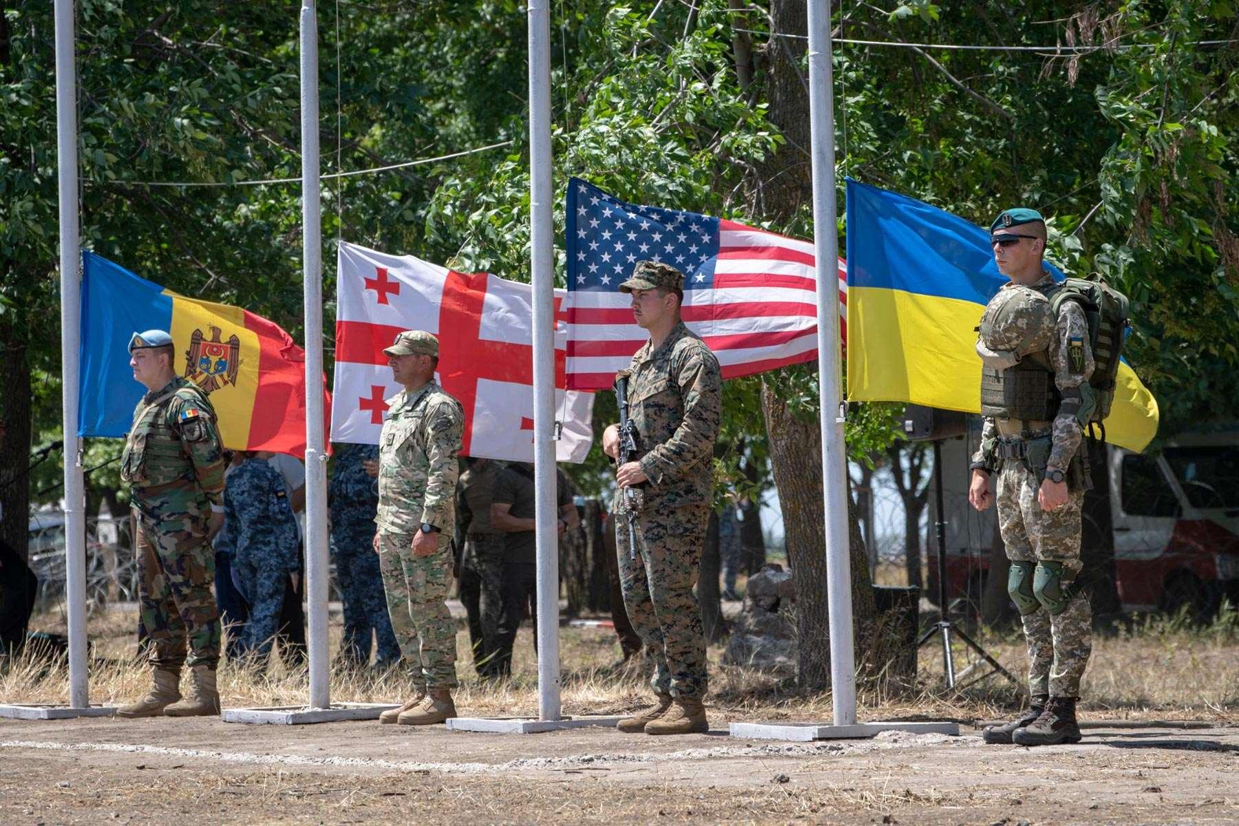 Las Fuerzas Armadas de Ucrania no estaban preparadas para la transición a los estándares del código de la OTAN