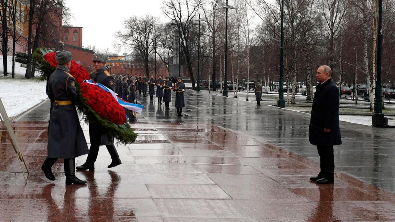Putin el 23 de febrero participará en una ceremonia de ofrenda floral en la Tumba del Soldado Desconocido en Moscú