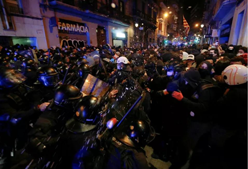 (Video) Día 6 de protestas en Barcelona por la detención del rapero Hasel