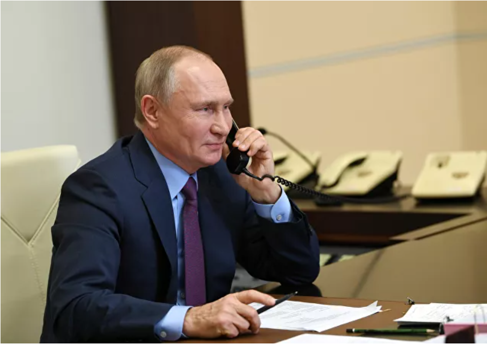 Presidente Putin dice que Rusia y otros países deberían unirse a los esfuerzos en la producción de vacunas