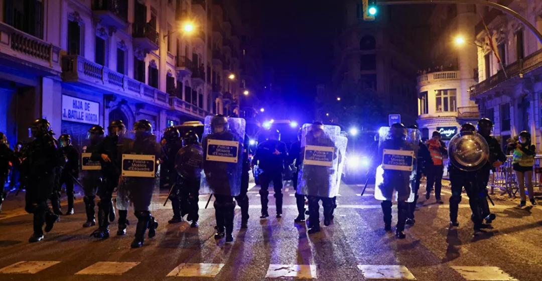 (Video) Ronda 7 de manifestaciones en Barcelona, España por el arresto del rapero Hasel