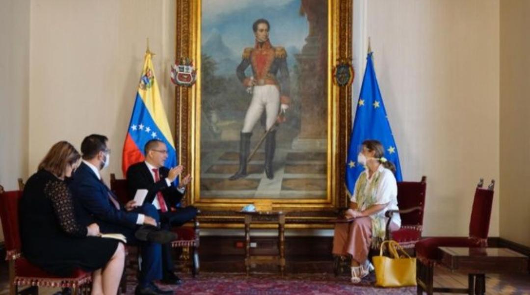La Unión Europea insta a Venezuela a reconsiderar la decisión de expulsar a su Embajadora