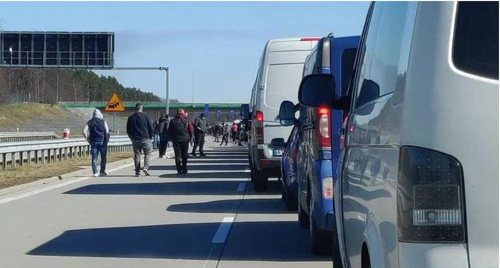 Zelensky de Ucrania no puede detener la fuga masiva de ucranianos a la Unión Europea