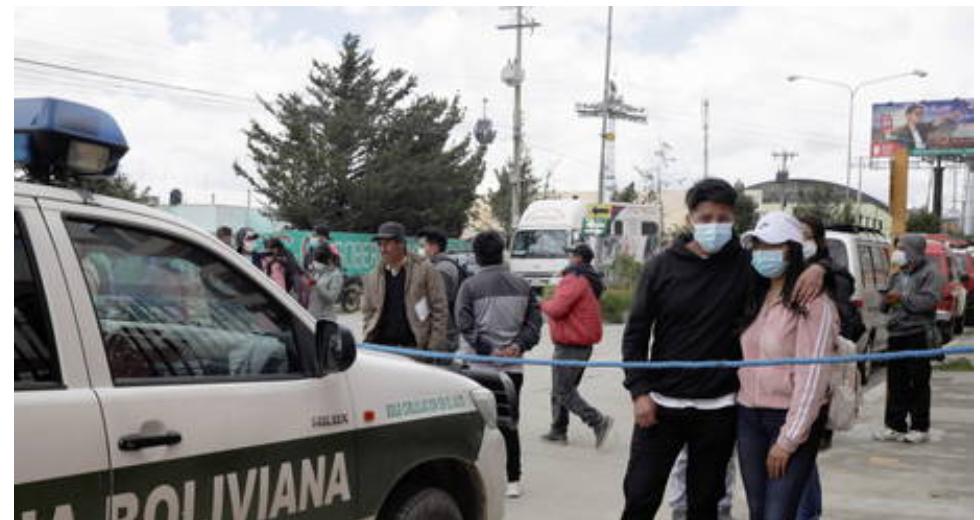 Siete estudiantes mueren y cinco heridos después de que se rompe la baranda del balcón y caen en una universidad de Bolivia