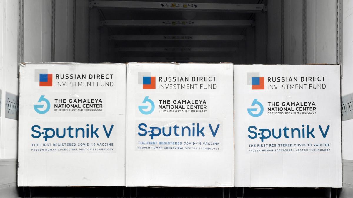 Irán recibe otro lote de vacuna Sputnik V de Rusia