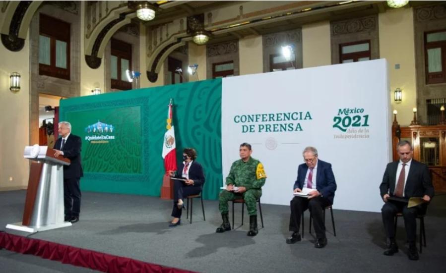 No nos vamos a detener, dice el presidente de México AMLO sobre la vacunación de los maestros