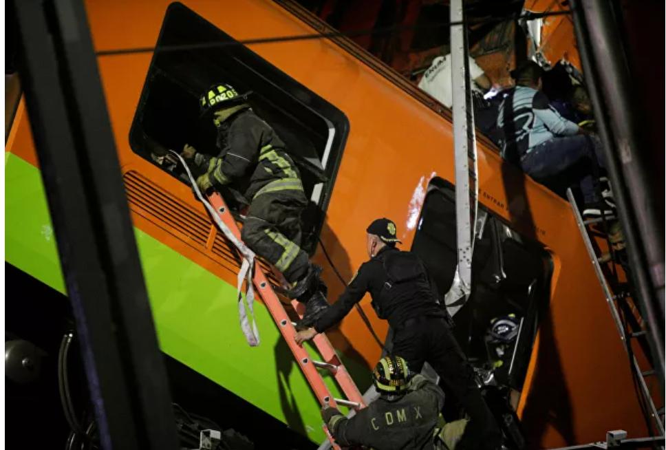 (Video) Al menos 23 muertos y 70 heridos mientras el puente del metro se derrumba en la Ciudad de México