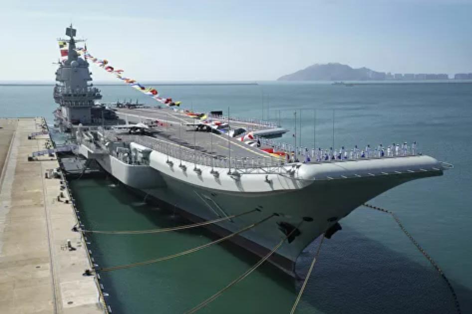 """China promete que sus portaaviones harán ejercicios navales """"regularmente"""" mientras el poderoso Shandong ha regresado de las operaciones marítimas al sur de China"""