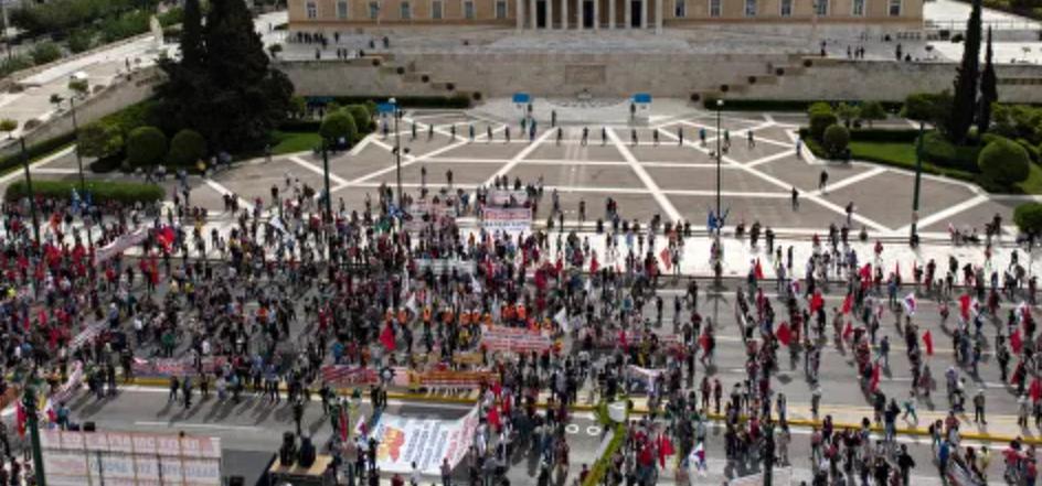 Manifestantes chocan con la policía griega en las manifestaciones sindicales en Atenas : Informes
