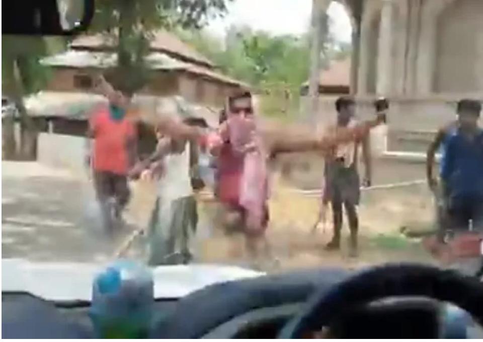 (Video) Multitud ataca el convoy del ministro de Relaciones Exteriores, en Bengala Occidental en la India