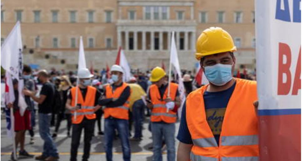 (Video) Atenas paralizada por trabajadores del sector público en huelga que toman las calles para protestar contra el nuevo proyecto de ley laboral en Grecia