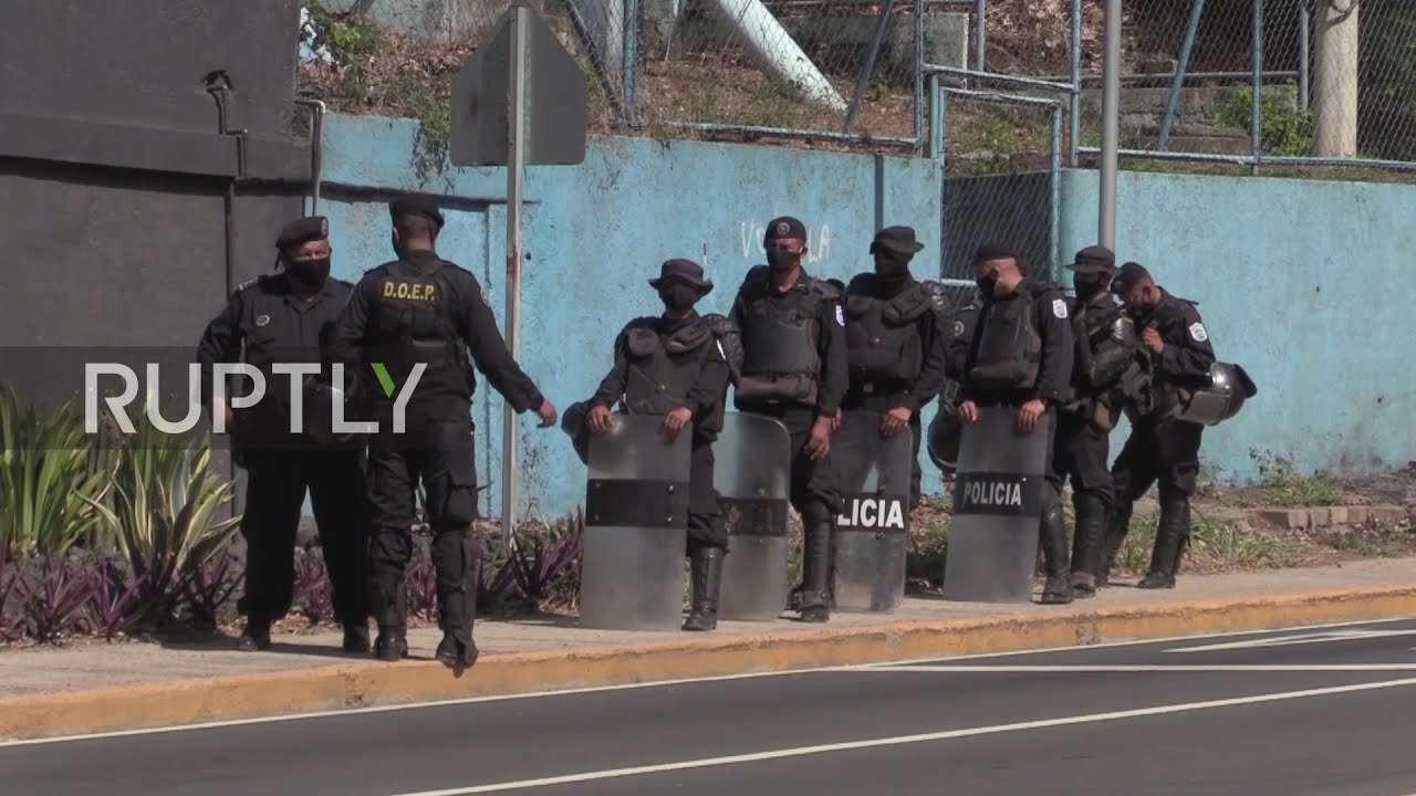 En video-Nicaragua: la policía detiene a la líder opositora Cristiana Chamorro en su casa