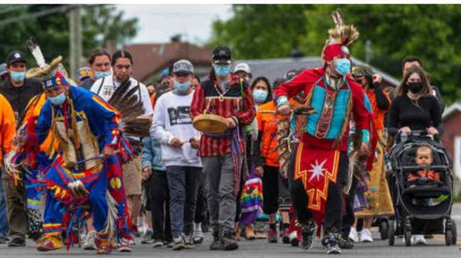 China y Rusia instan a una investigación independiente sobre el trato de Canadá a los pueblos indígenas mientras la ira por el descubrimiento de fosas comunes se intensifica
