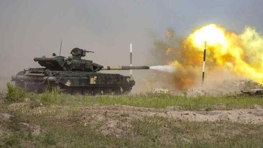 En Ucrania, un tanque disparó accidentalmente contra una aldea durante ejercicio militar