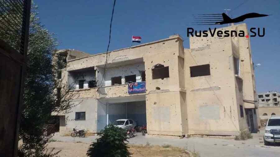 """En video-Los extremistas cumplen el ultimátum que se les impuso: Los militares rusos y el servicio especial sirio están en la """"cuna de la revolución"""" cerca de la frontera con Jordania"""