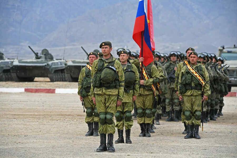 La base militar rusa en Tayikistán se fortaleció con 17 BMP-2 en el contexto de la situación en Afganistán
