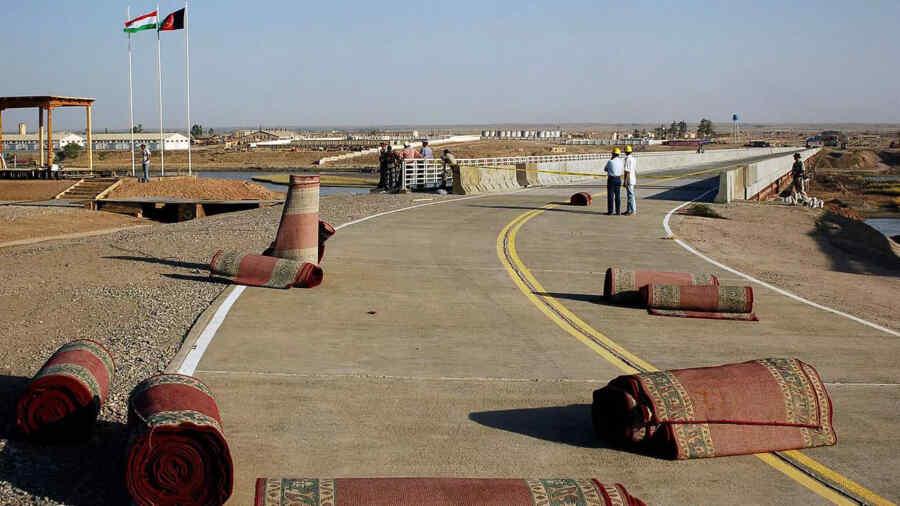 Rusia entrega equipo militar gratuito a Tayikistán para el control fronterizo