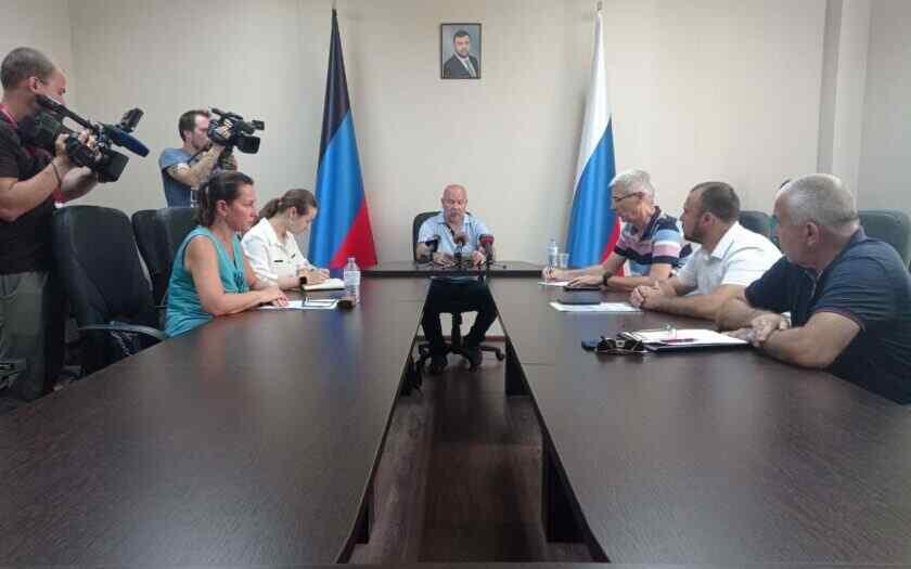 En Donetsk se debatió la simplificación del cruce fronterizo entre la RPD y la Federación de Rusia para los residentes de la República