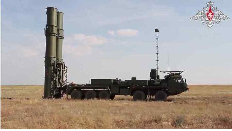 Video : Vea como Rusia muestra el nuevo sistema S-500 de alta tecnología diseñado para derribar las armas espaciales enemigas muy por encima del planeta Tierra