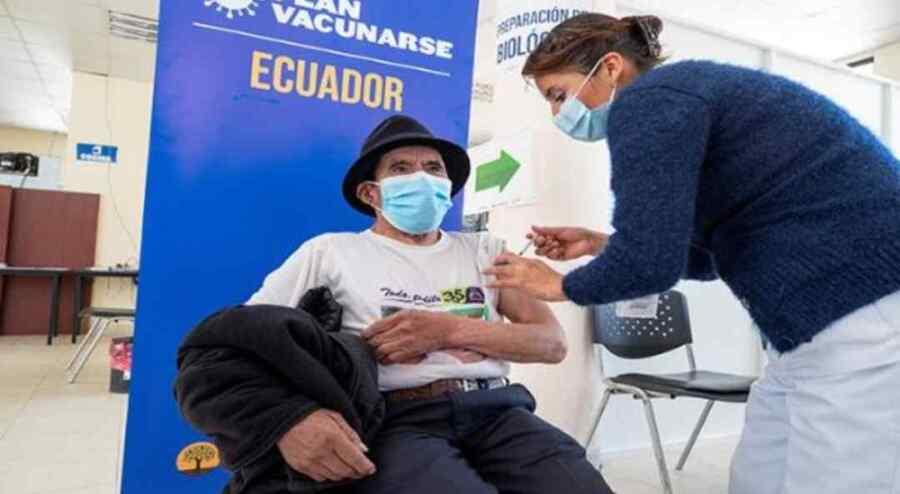 Ecuador vacunará contra la Covid-19 desde los 12 años de edad y mujeres embarazadas
