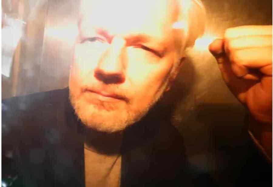 Corte de Ecuador da luz verde a retirar la ciudadanía a Julian Assange