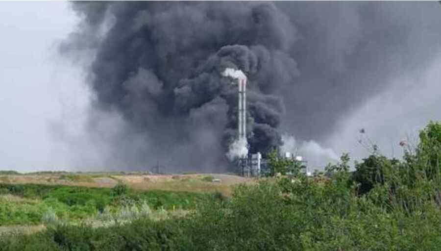 (Video) Gran explosión en un parque industrial químico en Alemania, a los residentes se les dijo que cerraran todas las ventanas y puertas