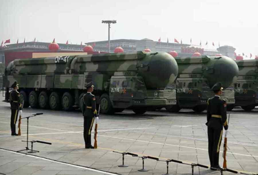 """Expertos de Estados Unidos afirman de una """"expansión significativa del arsenal nuclear de China """" tras los informes de construcción de más sitios"""