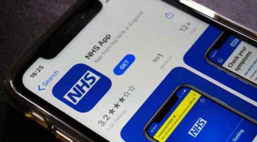 """Reino Unido admite que la amenaza de los pasaportes nacionales para las vacunas ayudará a """"engatusar"""" a los jóvenes para que se vacunen"""