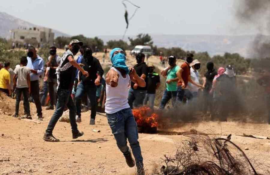 (Video) Más de 250 palestinos resultaron heridos en enfrentamientos con las fuerzas israelíes durante una protesta contra los asentamientos ilegales de Cisjordania