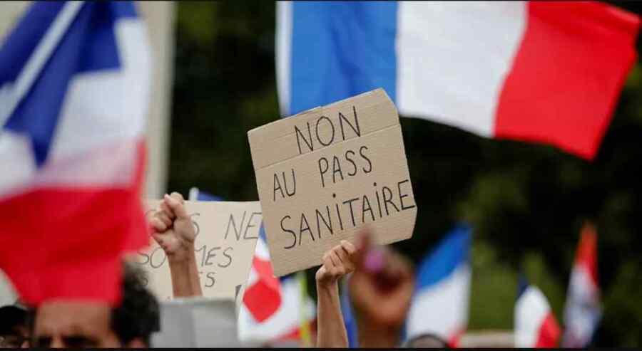 (Video) Los manifestantes toman las calles de París Francia en protesta contra los pases de salud Covid y la vacunación obligatoria