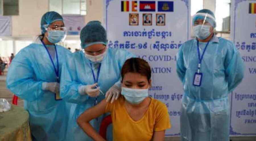 Camboya lanzará un programa de refuerzo del Covid que mezcla la AstraZeneca con las vacunas chinas