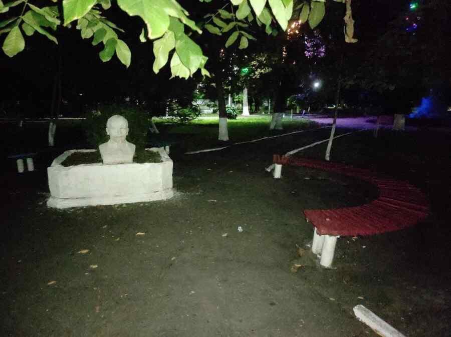 Personas desconocidas erigieron un monumento al líder del proletariado mundial cerca de Odessa en Ucrania (+ Fotos)