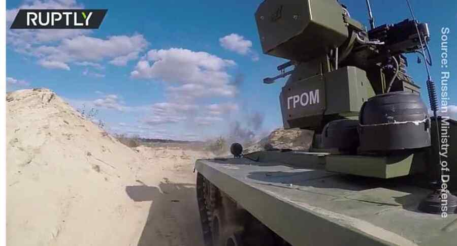 (Video) Rusia presenta los robots de combate que pueden derribar tanques sin poner en peligro a los soldados, como parte de los masivos juegos de guerra Zapad